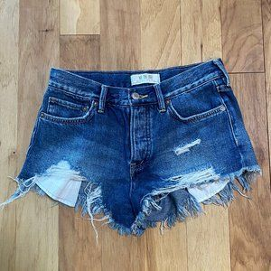 WE THE FREE DISTRESSED JEAN SHORTS